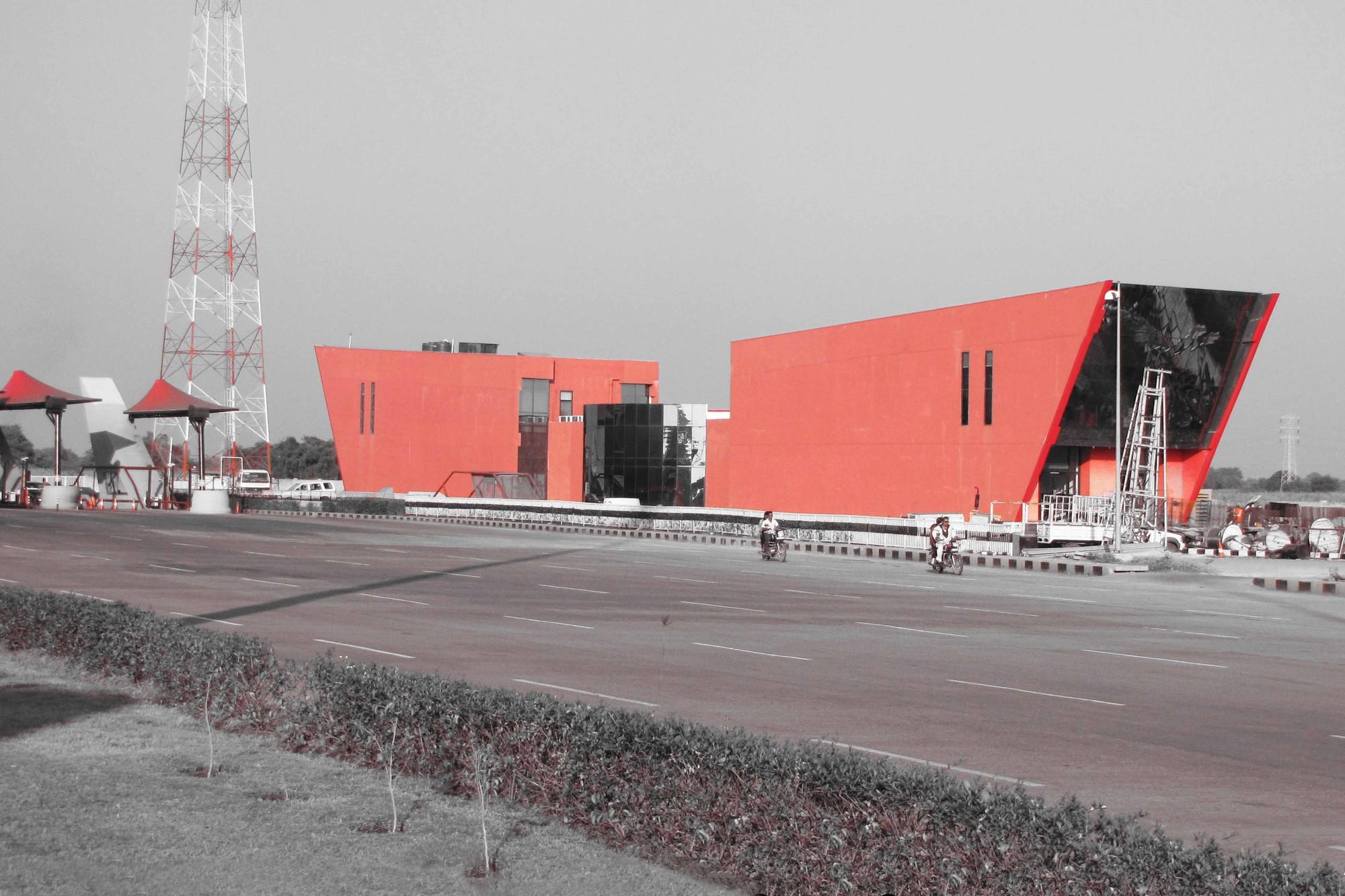 Toll Plaza / archohm