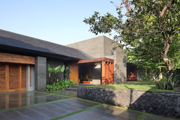 Diminished House / Wahana Architects, © Fernando Gomulya