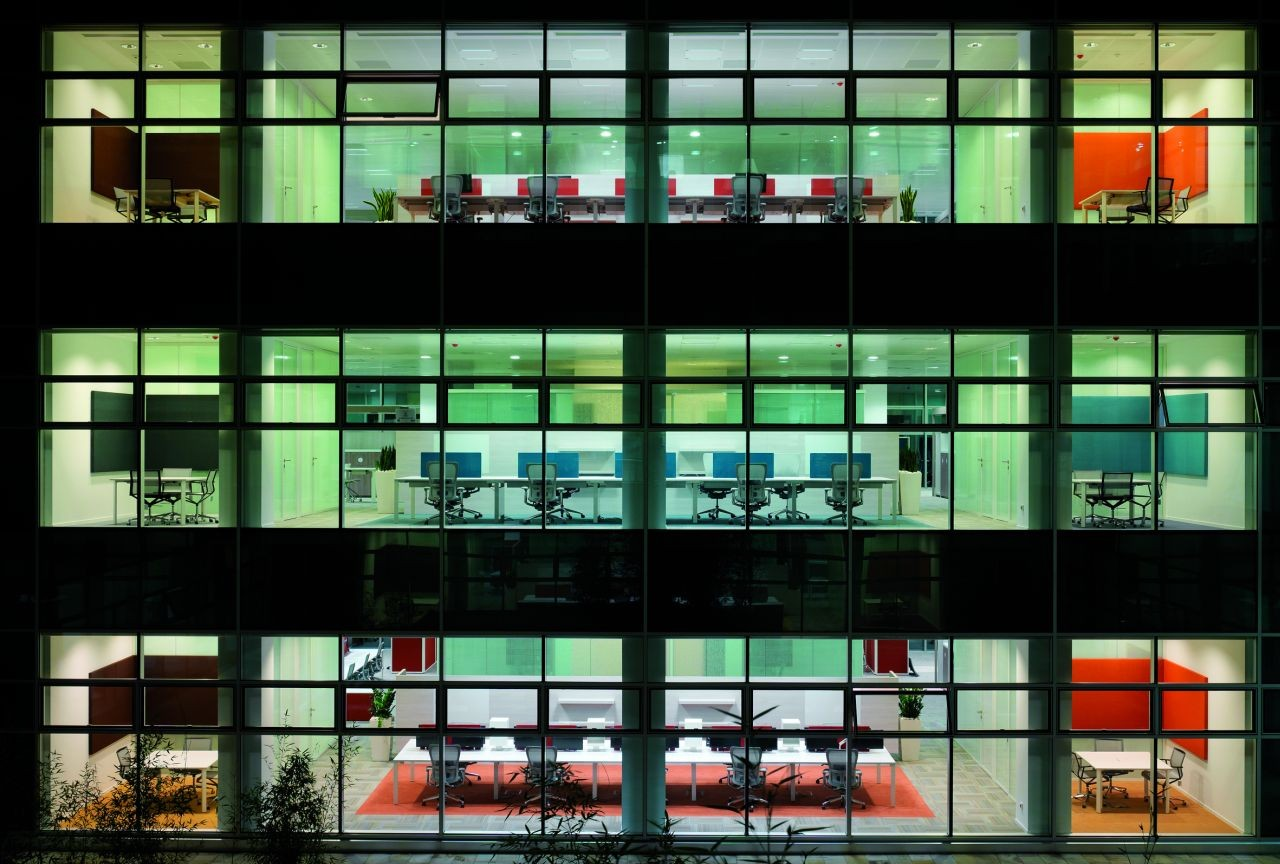 Gallery of microsoft milan flores prats 15 for Fachadas de oficinas modernas fotos