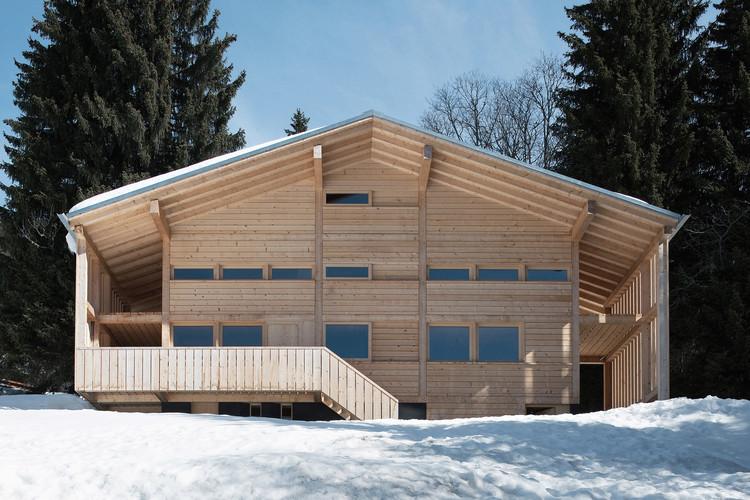 Casa en Les Diablerets / Charles Pictet Architecte, © Thomas Jantscher