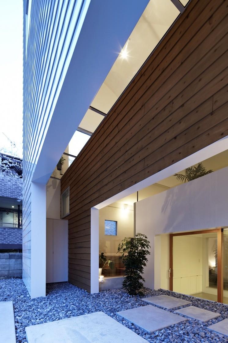 House in Shimoda-Chou / EANA