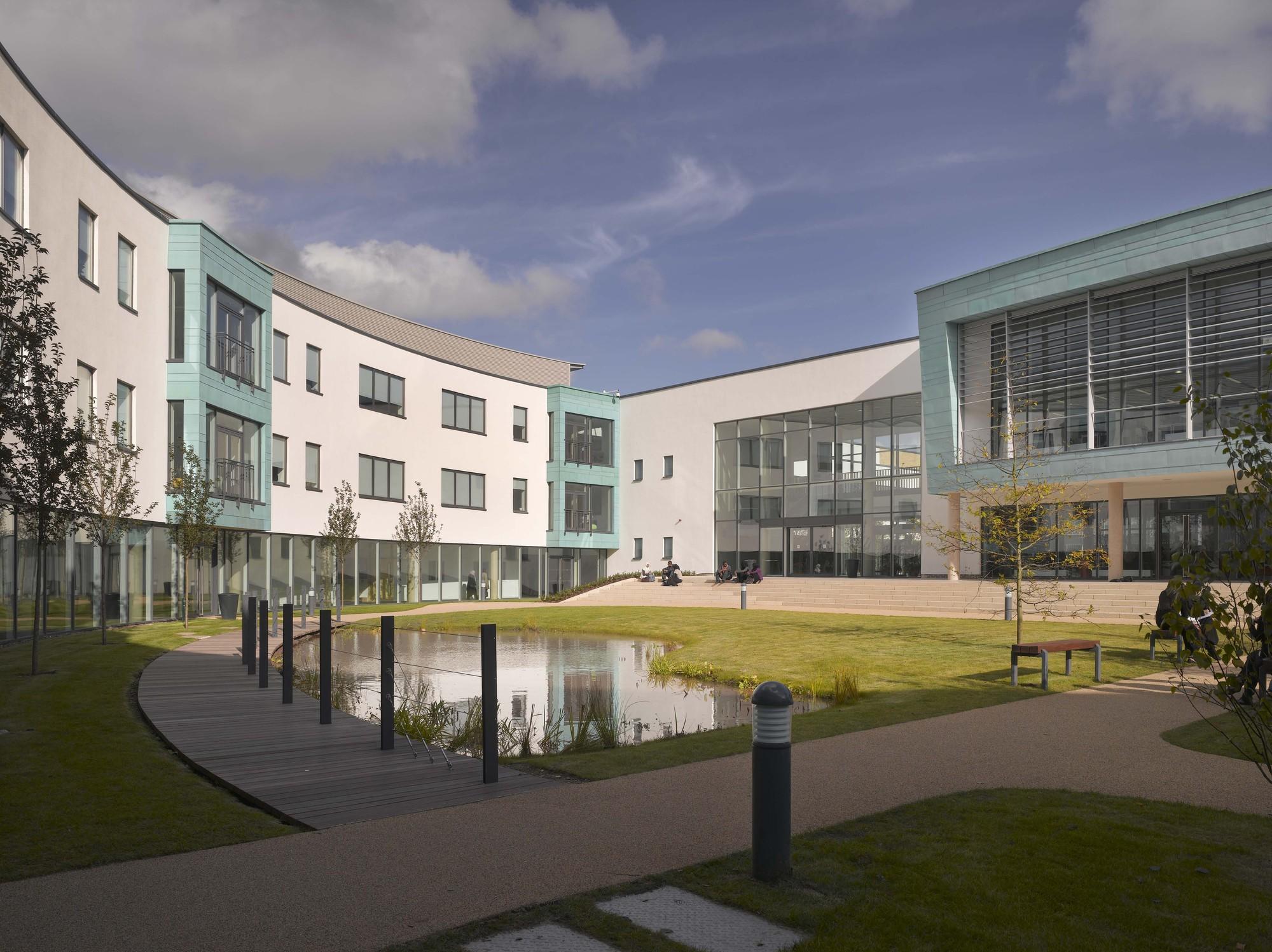 Joseph Chamberlain Sixth Form College / Nicholas Hare Architects