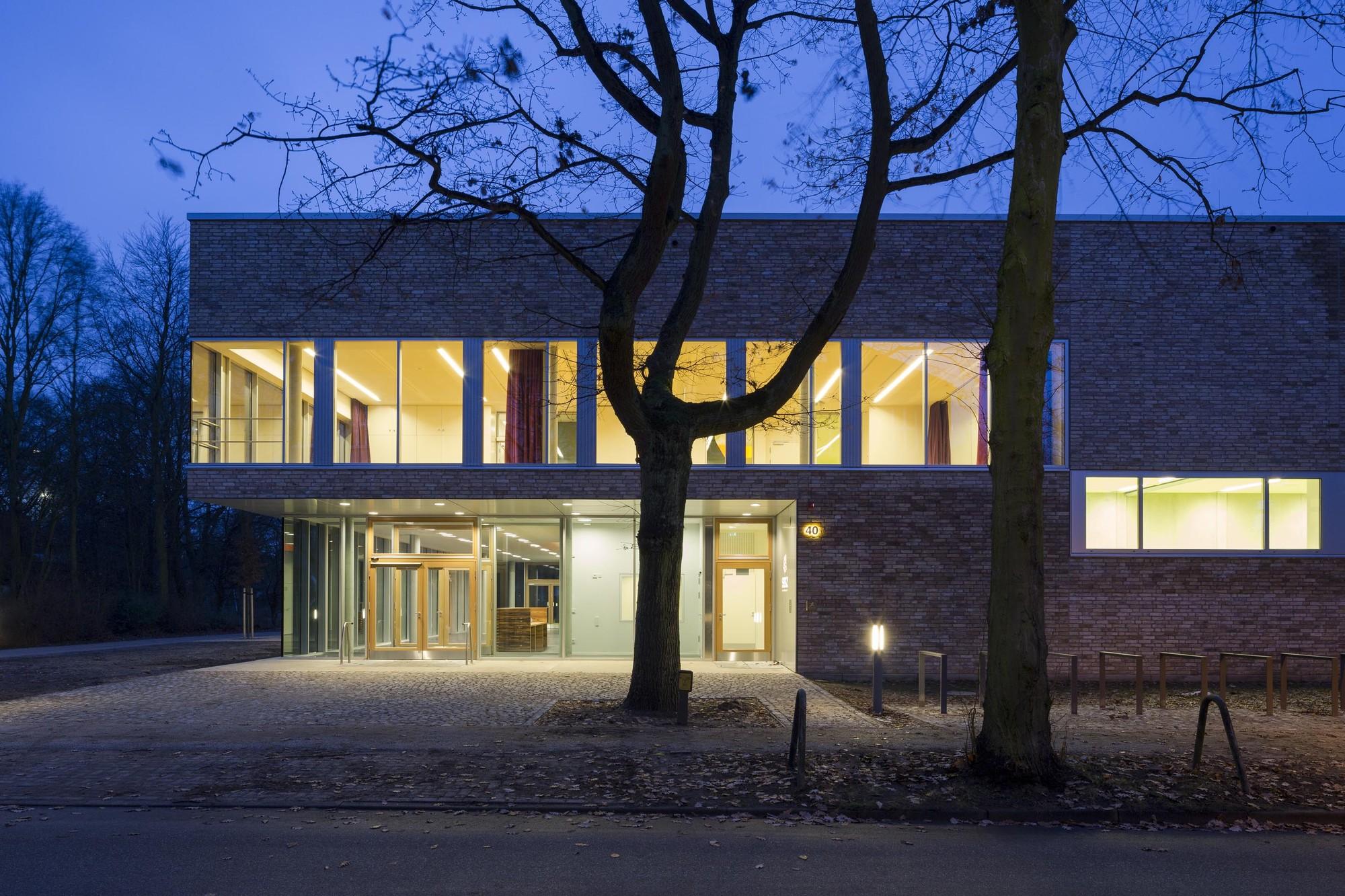 Sprach und Bewegungszentrum / eins:eins architekten