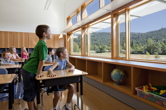 Abundant daylight and views to the outdoors promote wellness. Project Name: Thurston Elementary School in the Springfield School District. Photo by Lincoln Barbour.