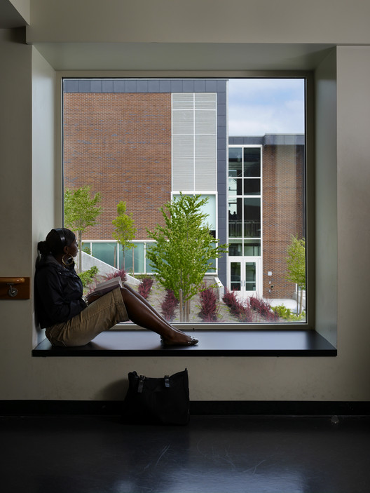 Alcoves allow residents to retreat from larger group situations. Project Name: Cleveland High School, a Seattle Public School. Photo by Benjamin Benschneider.