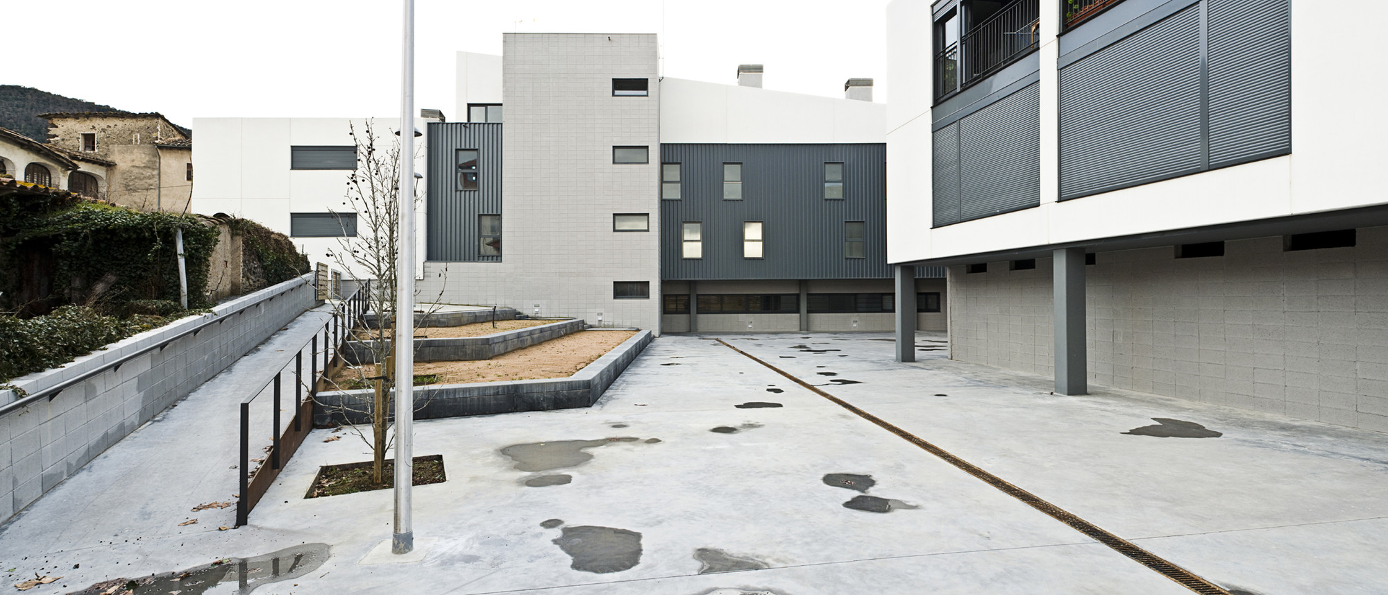 Buidling for 37 Apartments and a Primary Health Care Centre in Les Preses / LEP Arquitectura + XCM Arquitectura