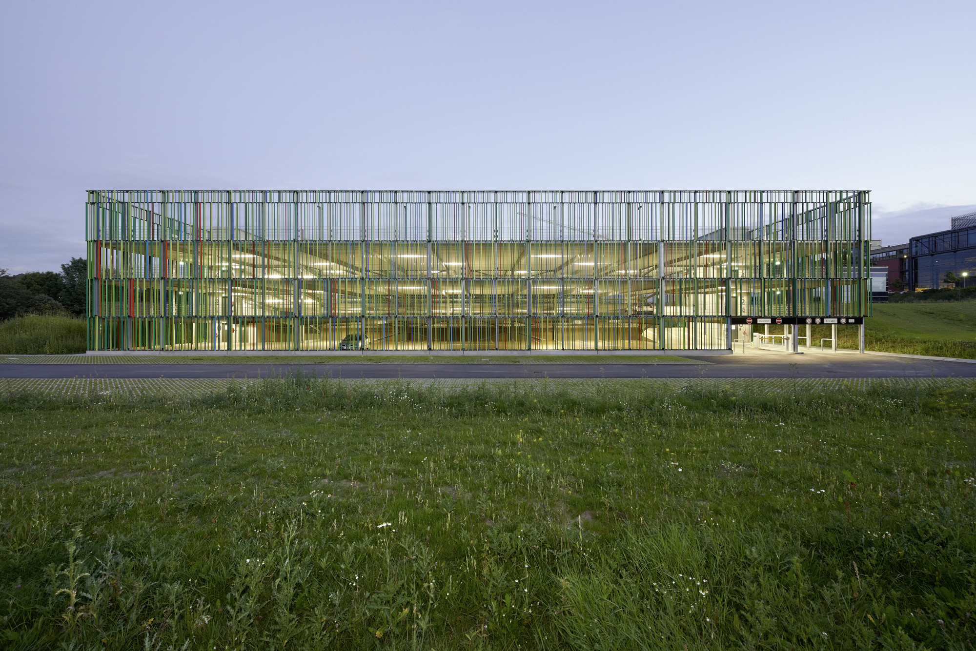 Muliy-storey Car Park / JSWD Architekten, © Thomas Lewandowski