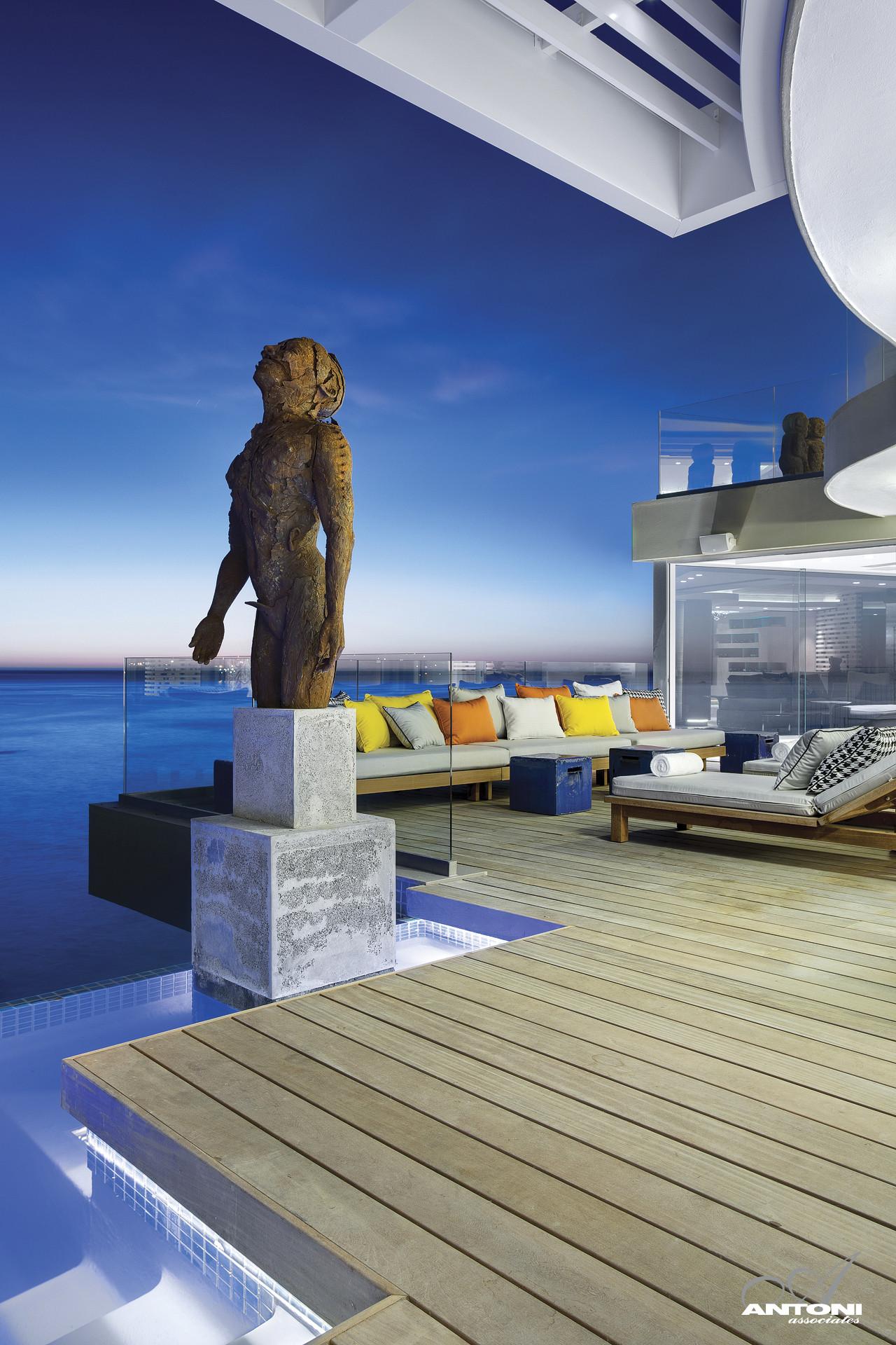 Clifton View 7 / Antoni Associates