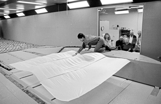 © Jeanne-Claude and their team during a wind tunnel test for Over The River, Guelph, Ontario, Canada, April 1998 Scale of the fabric panels: 1 to 16.7 Photo: Wolfgang Volz © 1998 Christo