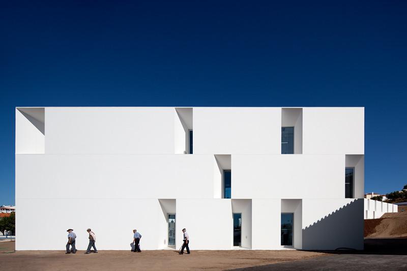 Alcácer do Sal Residences / Aires Mateus