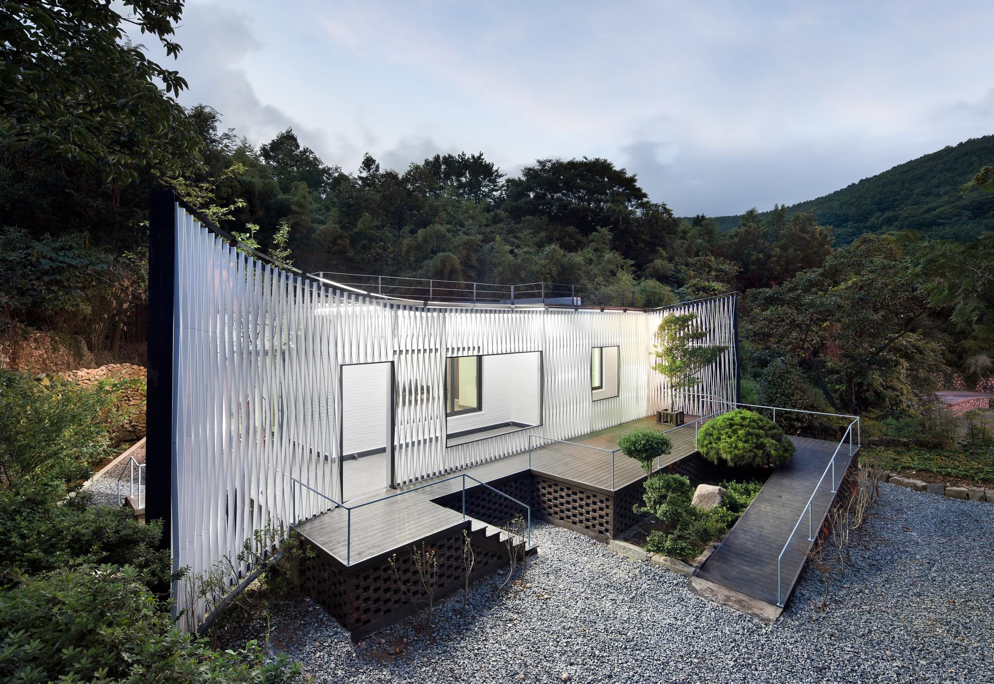 Namhae Cheo-ma House / JOHO Architecture