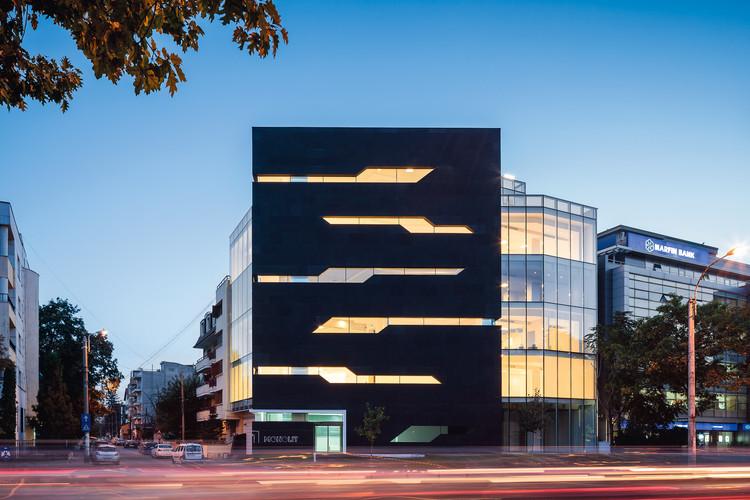 Edificio de Oficinas Monolit / Igloo Architecture, Cortesía de Igloomedia / Cosmin Dragomir