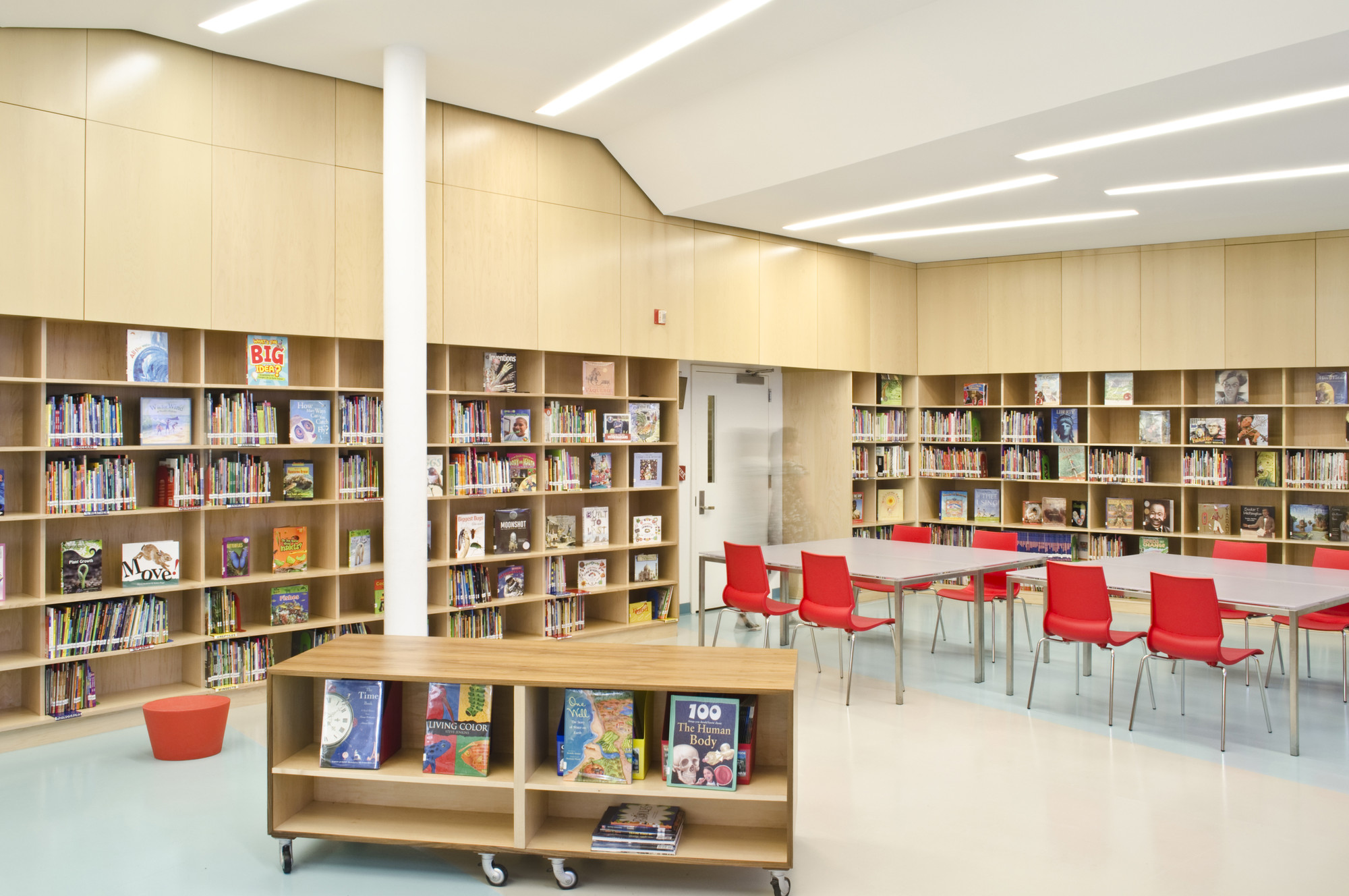 Biblioteca del colegio p blico 158 bayard taylor a pt for Arquitectura de interiores universidades