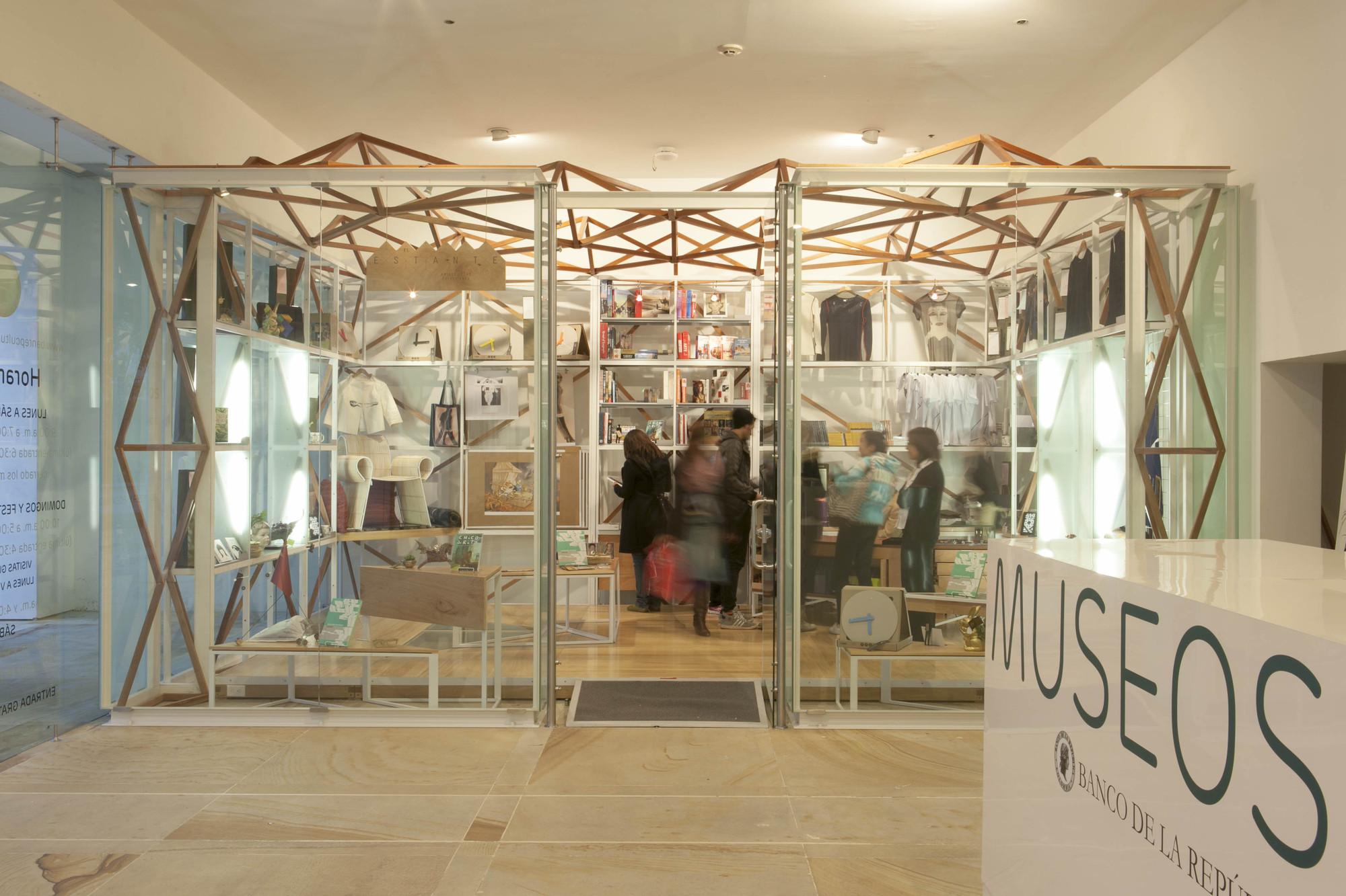 Tienda de la Colección del Museo de Arte Moderno del Banco de la República / Manuel Villa Arquitectos + Oficina Informal , © Santiago Pinyol y Mariana Murcia - Laagencia