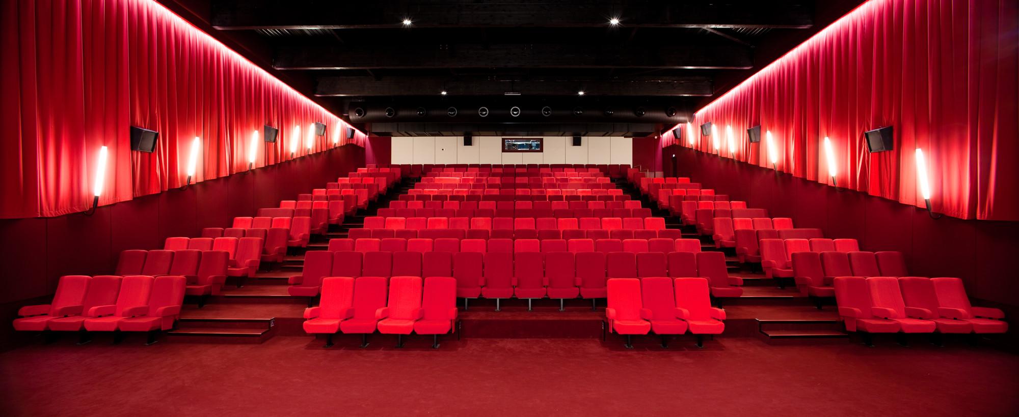 Cine 32 / ENCORE HEUREUX Architectes