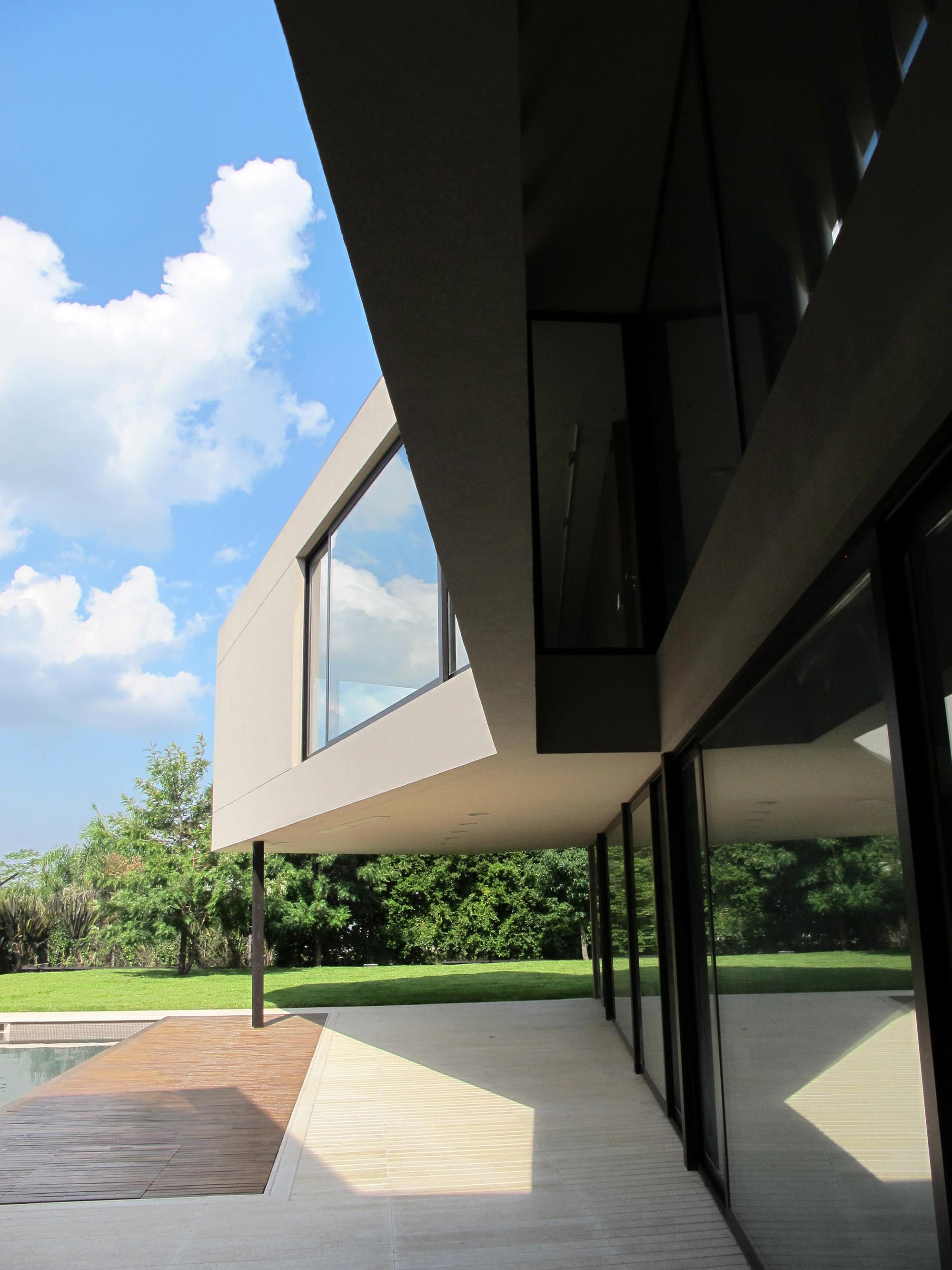House in Tigre / FILM-Obras de Arquitectura