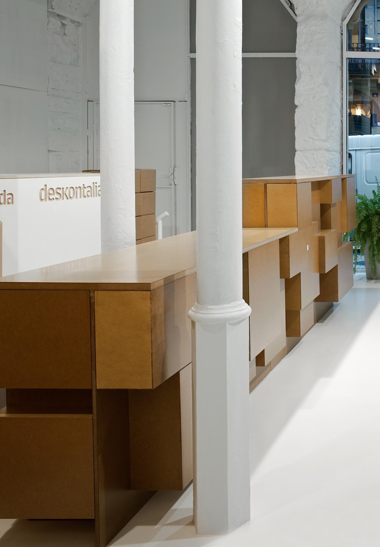 Deskontalia Store / VAUMM