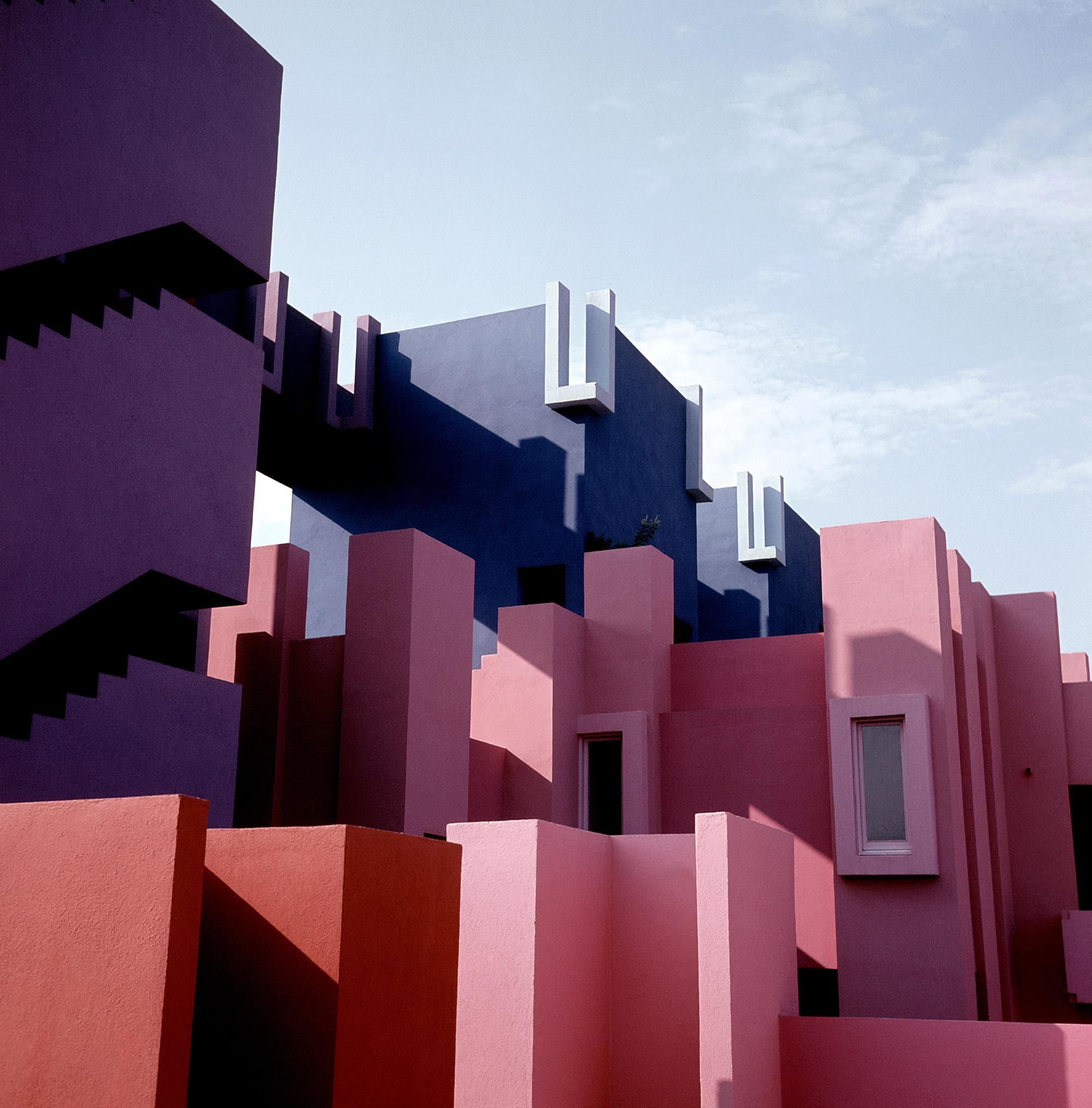 gallery of ad classics la muralla roja ricardo bofill 4. Black Bedroom Furniture Sets. Home Design Ideas