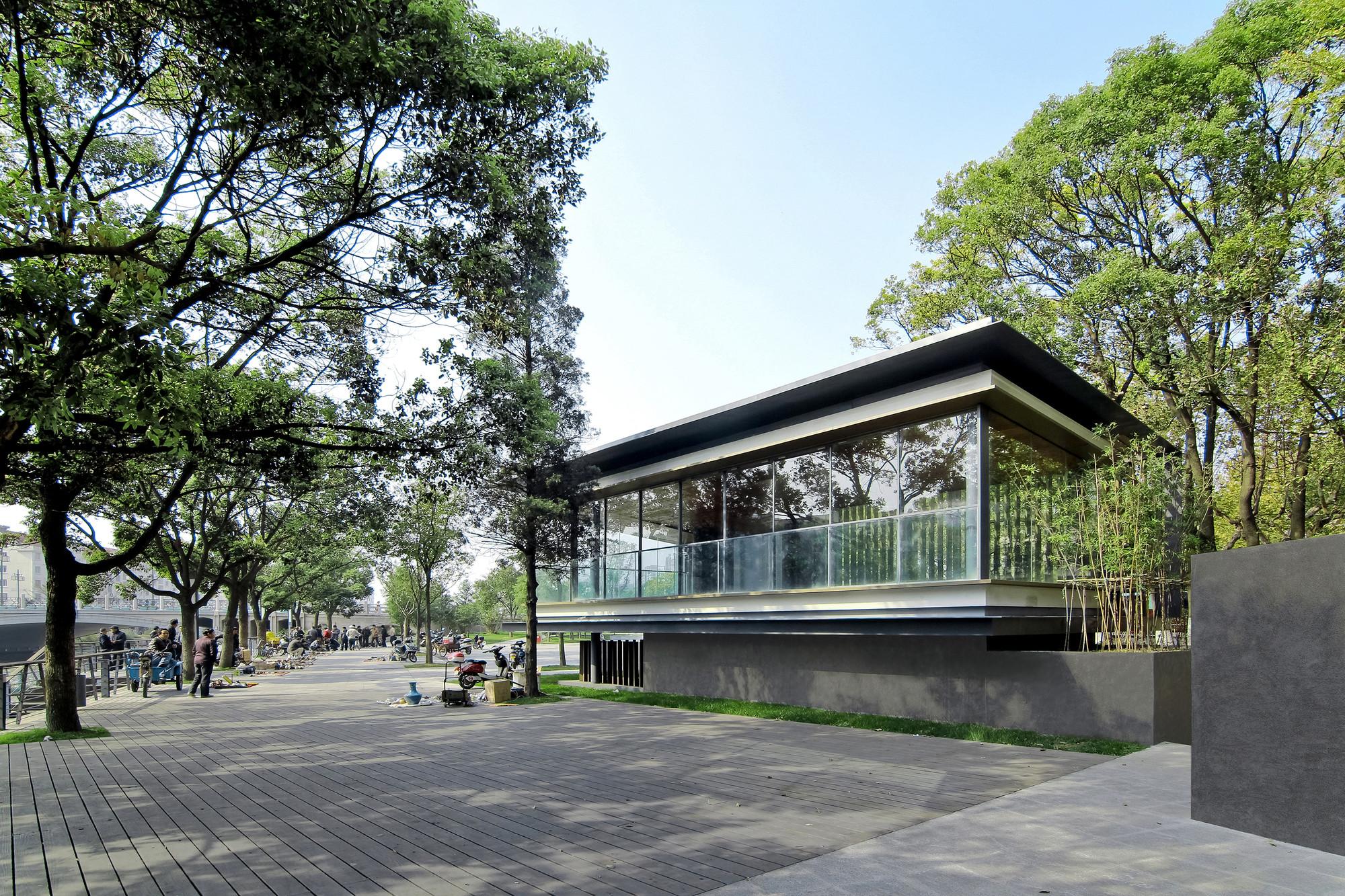 Riverside Park Pavilion / Vector Architects