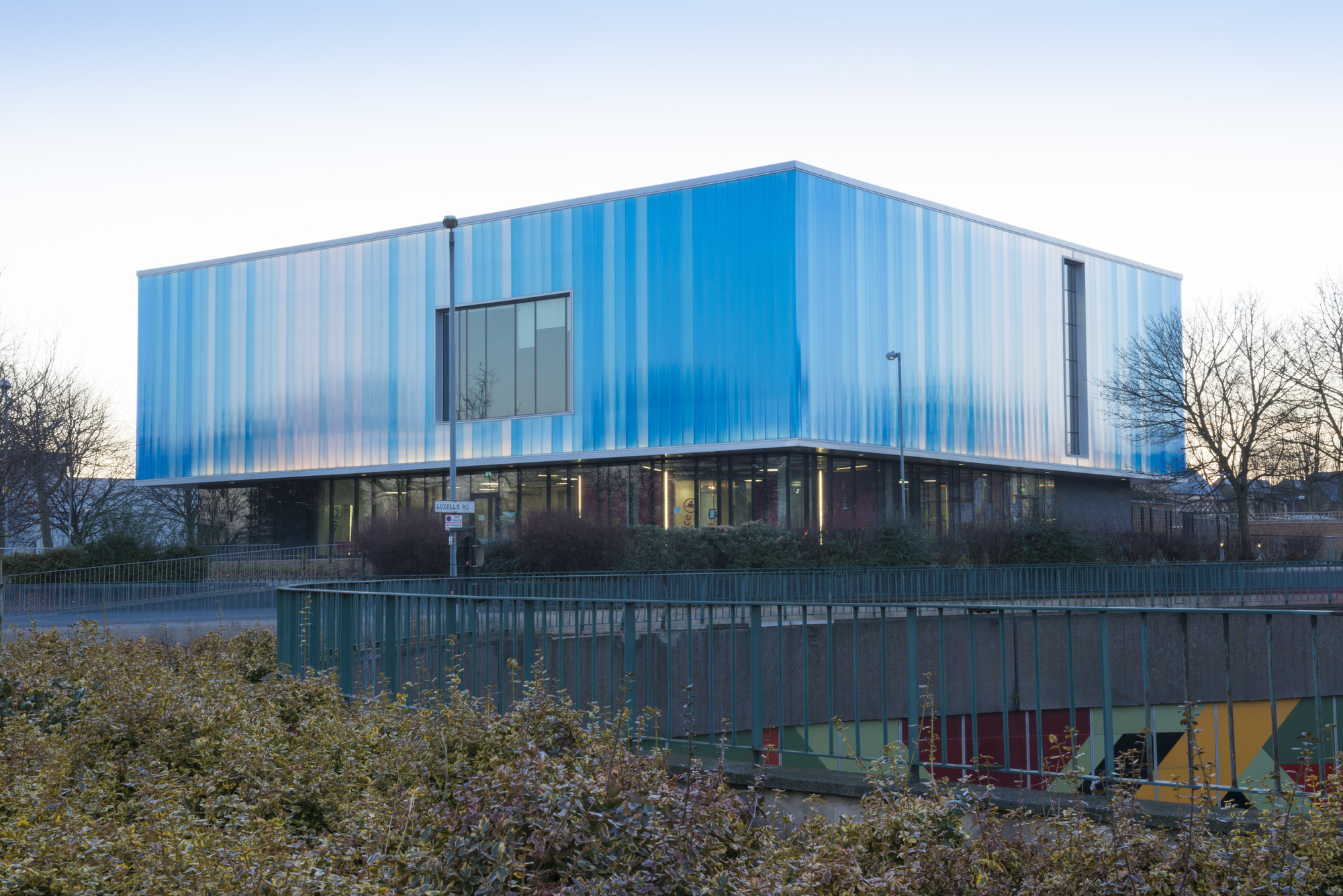 The Lighthouse Young People's Centre / Associated Architects