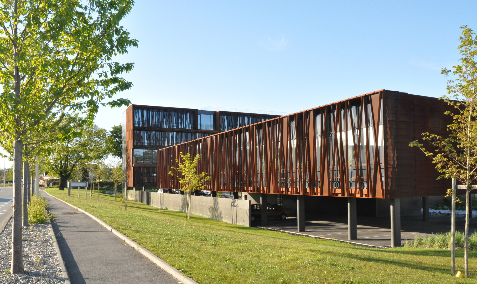 Gallery of steel band atelier arcau 7 for Estructura arquitectura