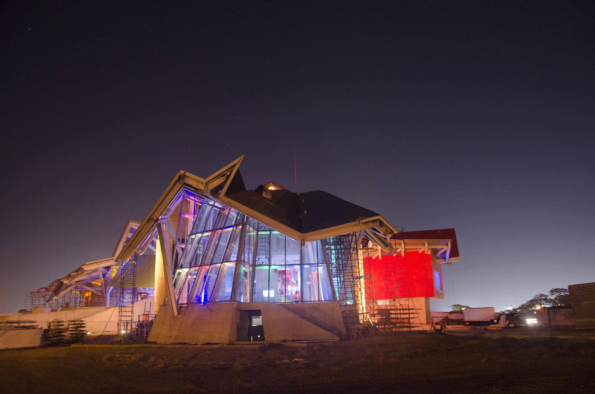 En Construcción Noticias: Nuevas Imágenes del Biomuseo de Frank Gehry, Cortesia de Victoria Murillo/ Istmophoto.com / Biomuseo