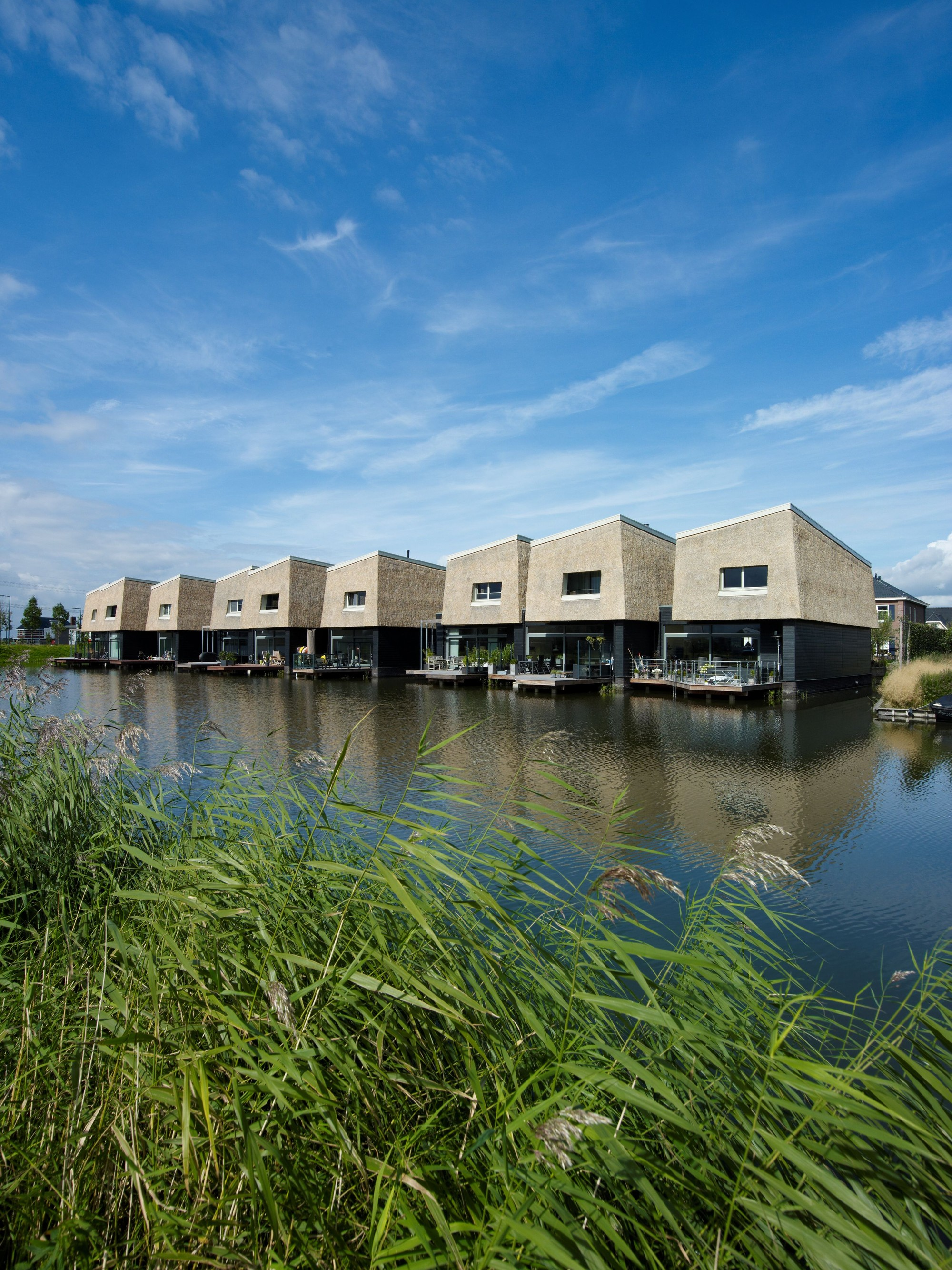 9 Houses on the Water /