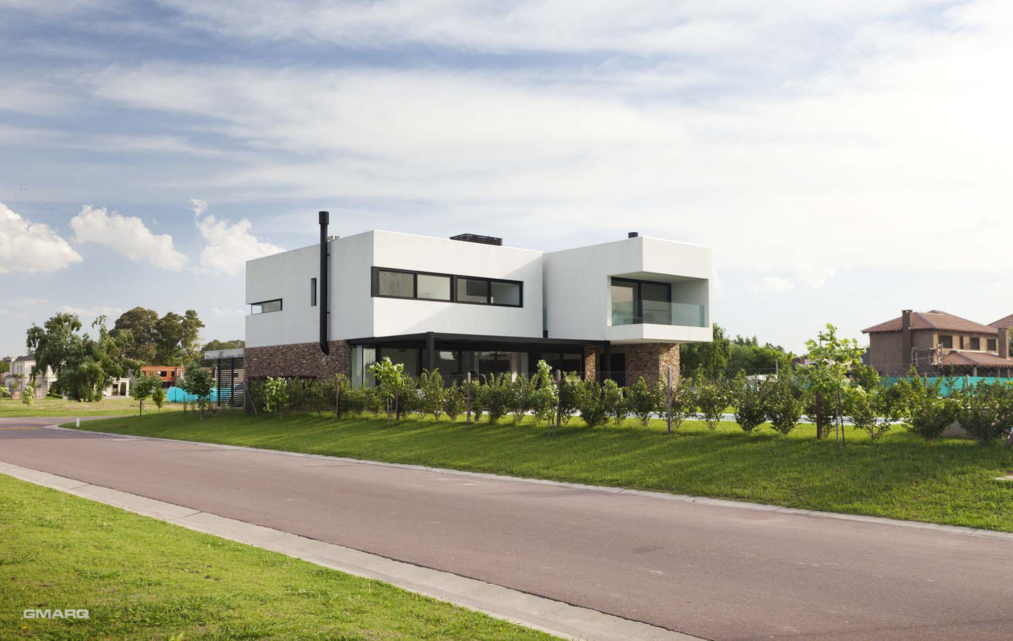A House / Estudio GMARQ
