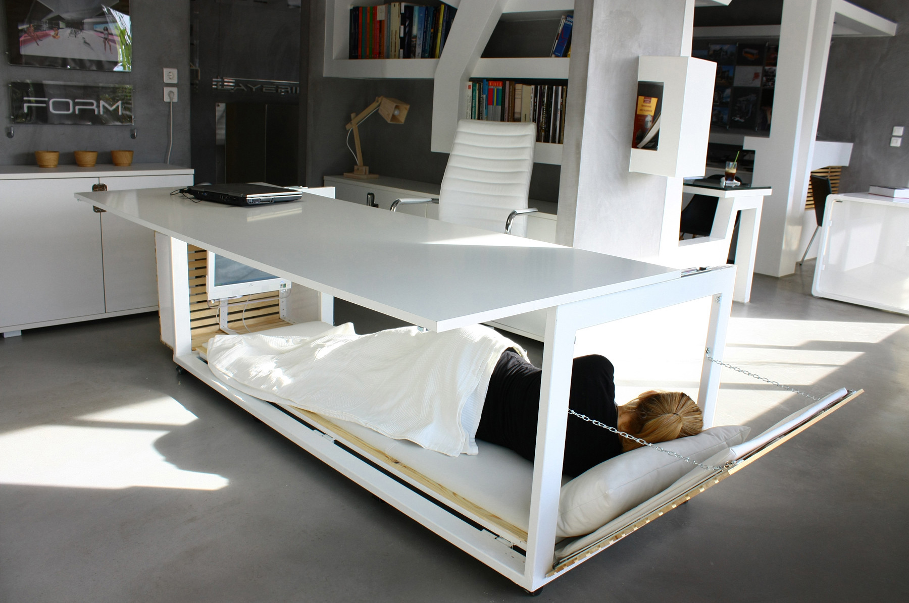 """1.6 m2 de vida"": Studio NL diseña un escritorio que se transforma en un dormitorio compacto, © Athanasia Leivaditou"