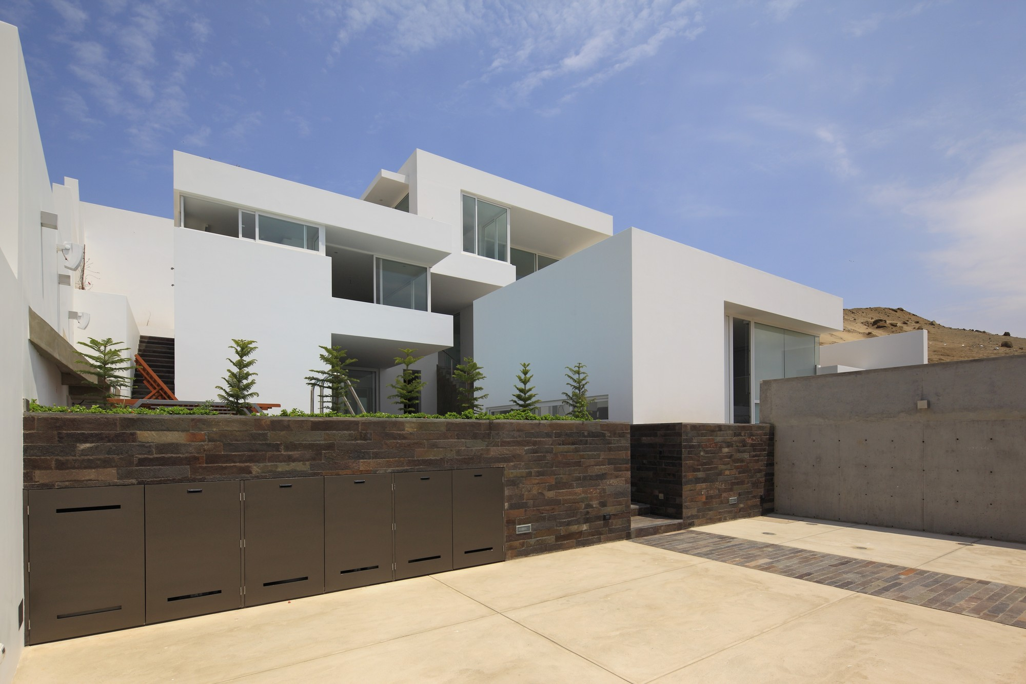 Deployed  House  / Seinfeld Arquitectos
