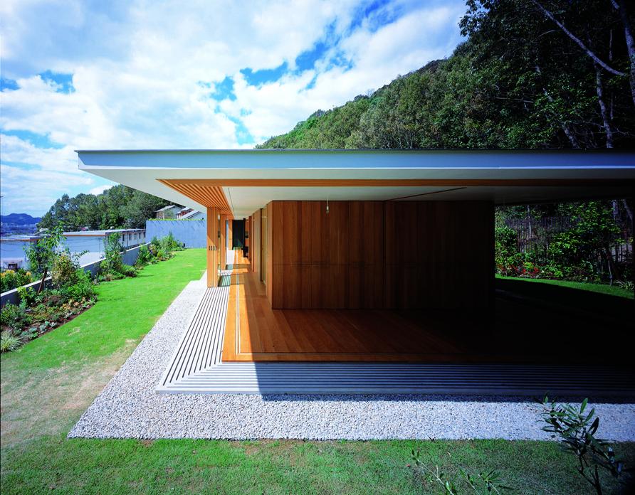 Floating House Roof / Tezuka Architects, © Katsuhisa Kida / FOTOTECA