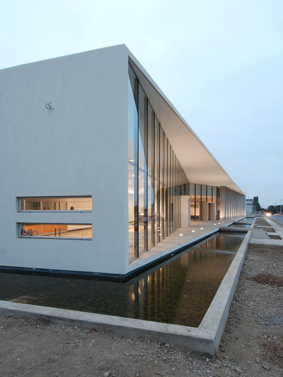 Galer a de oficina comercial conafe tng arquitectos 12 for Minimalist house boat