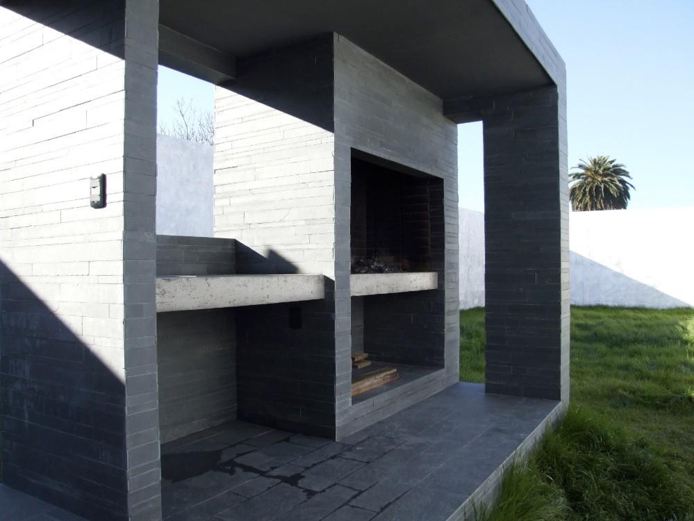 Galer a de casa ochopatios estudio mu 11 for Parrillas para casas modernas
