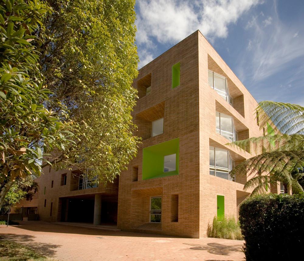 Galer a de edificio omega block colegio anglo colombiano for Arquitectos colombianos