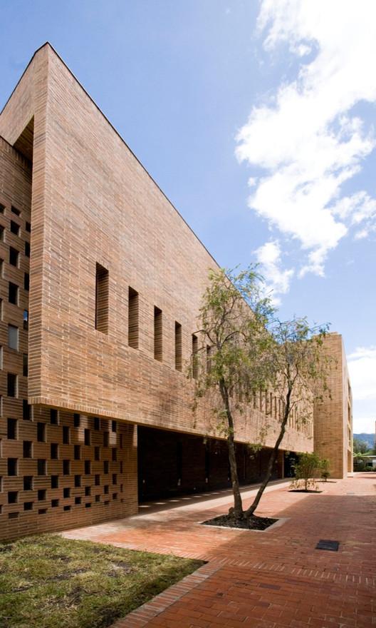 Edificio omega block colegio anglo colombiano daniel for Arquitectos colombianos