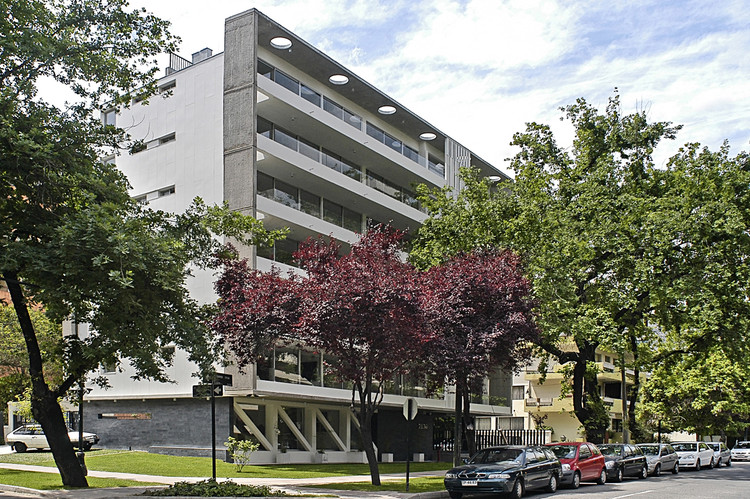 Edificio Gen Carmen Sylva / Chauriye Stäger Arquitectos, © Ricardo Ferreira