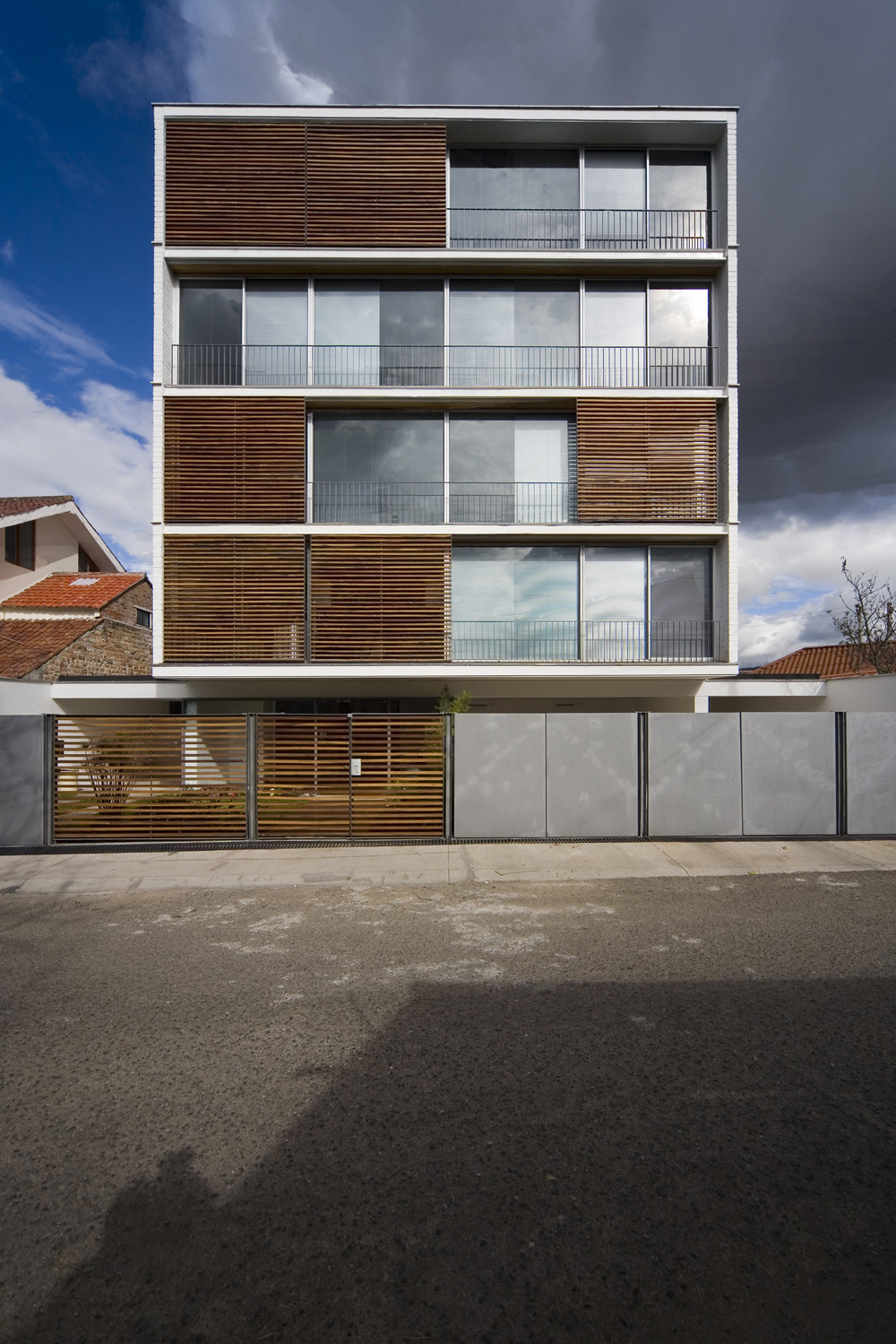 Gallery of jacobo building duran hermida arquitectos for Small modern apartment building design
