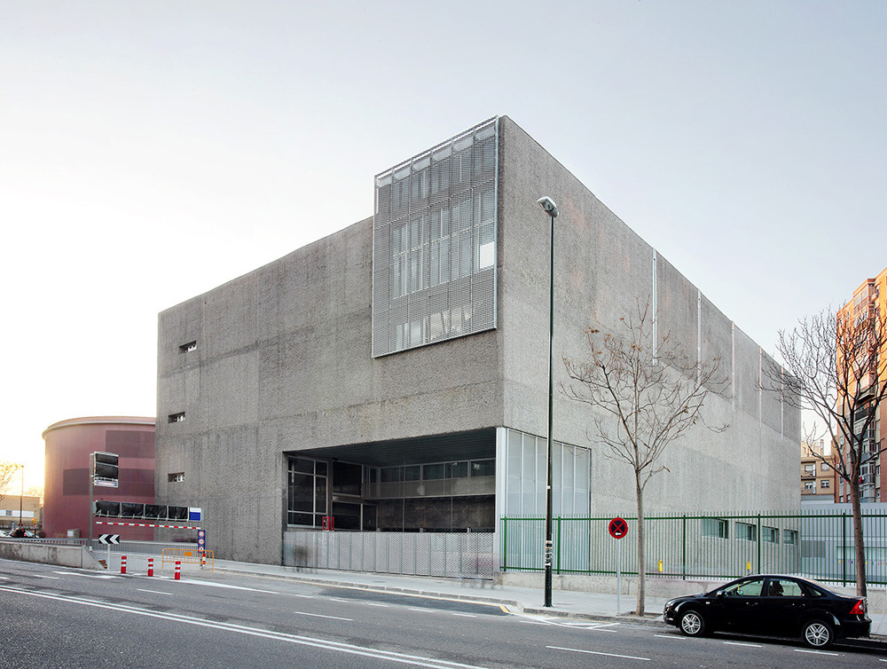 Sports Center and Indoor Pool / Alday Jover Arquitectura y Paisaje, © José Hevia