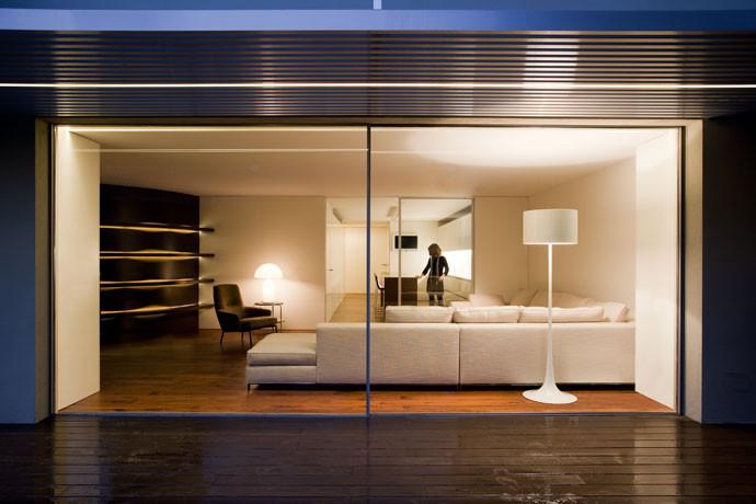 Casa entre la ciudad / Fran Silvestre Arquitectos, © Diego Opazo