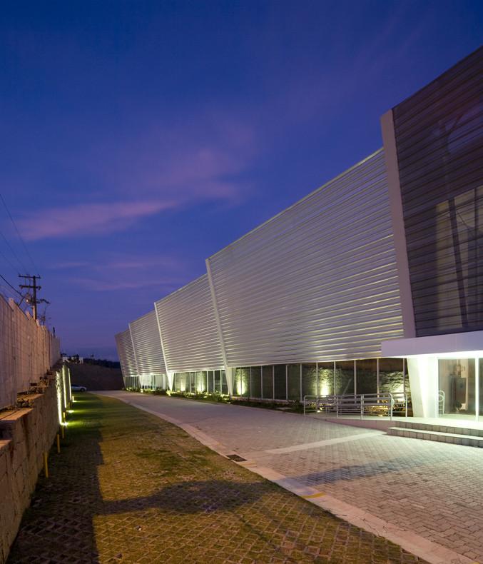 Carglass / AUM arquitetos, © Maíra Acayaba