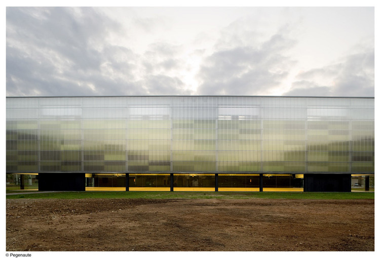 Pabellón Municipal De Deportes y Pista De Patinaje En Olot / BCQ Arquitectes, © Pedro Pegenaute