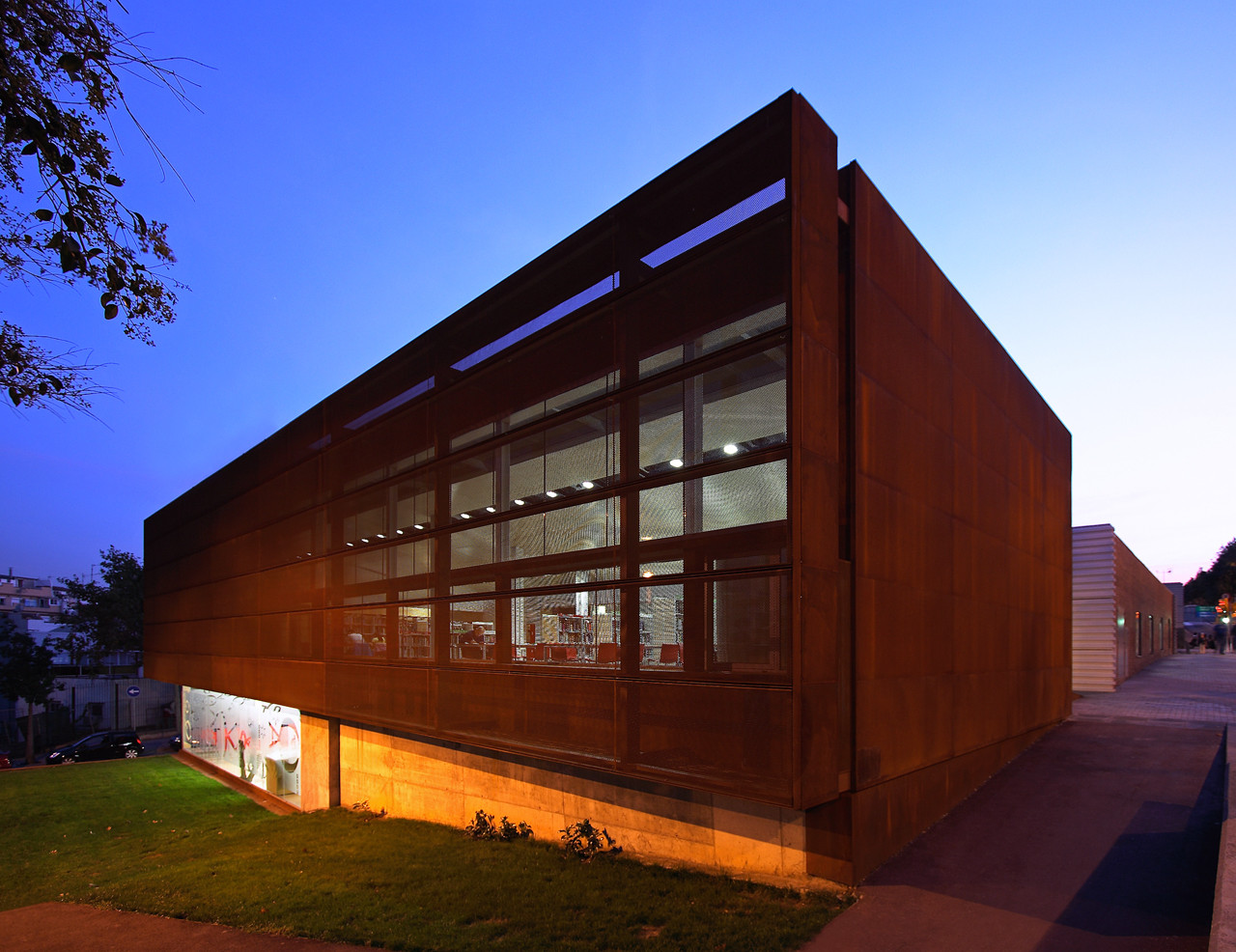 Biblioteca les roquetes soldevila arquitectos for Plataforma arquitectura