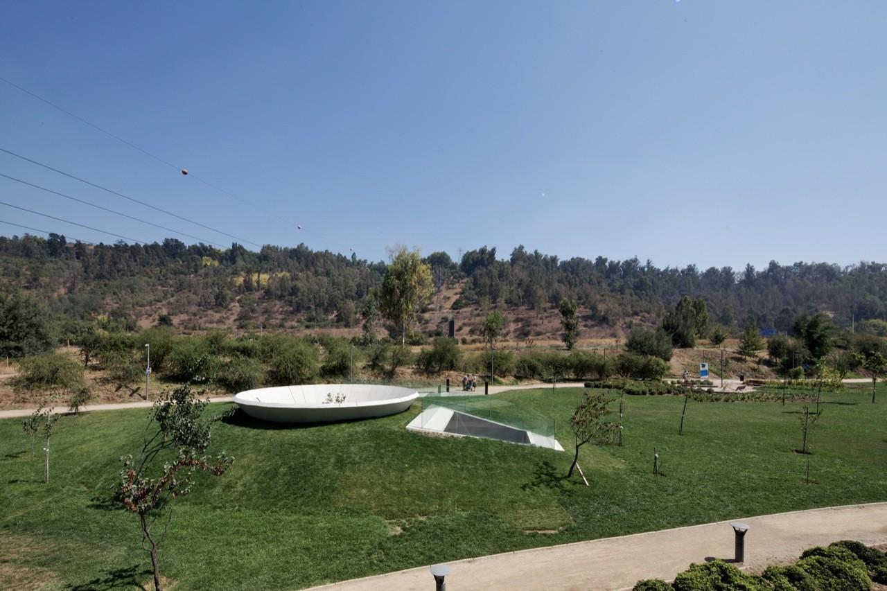 Memorial 9 - Virgen del Parque / Gonzalo Mardones Viviani