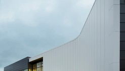 Centro de Especialidades Tecnológicas Físicas de Québec / bisson | associés + Carl Charron Architecte