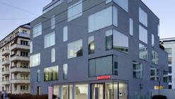 Open Lounge en Raiffeisenbank / NAU Architecture  + DGJ Architekten