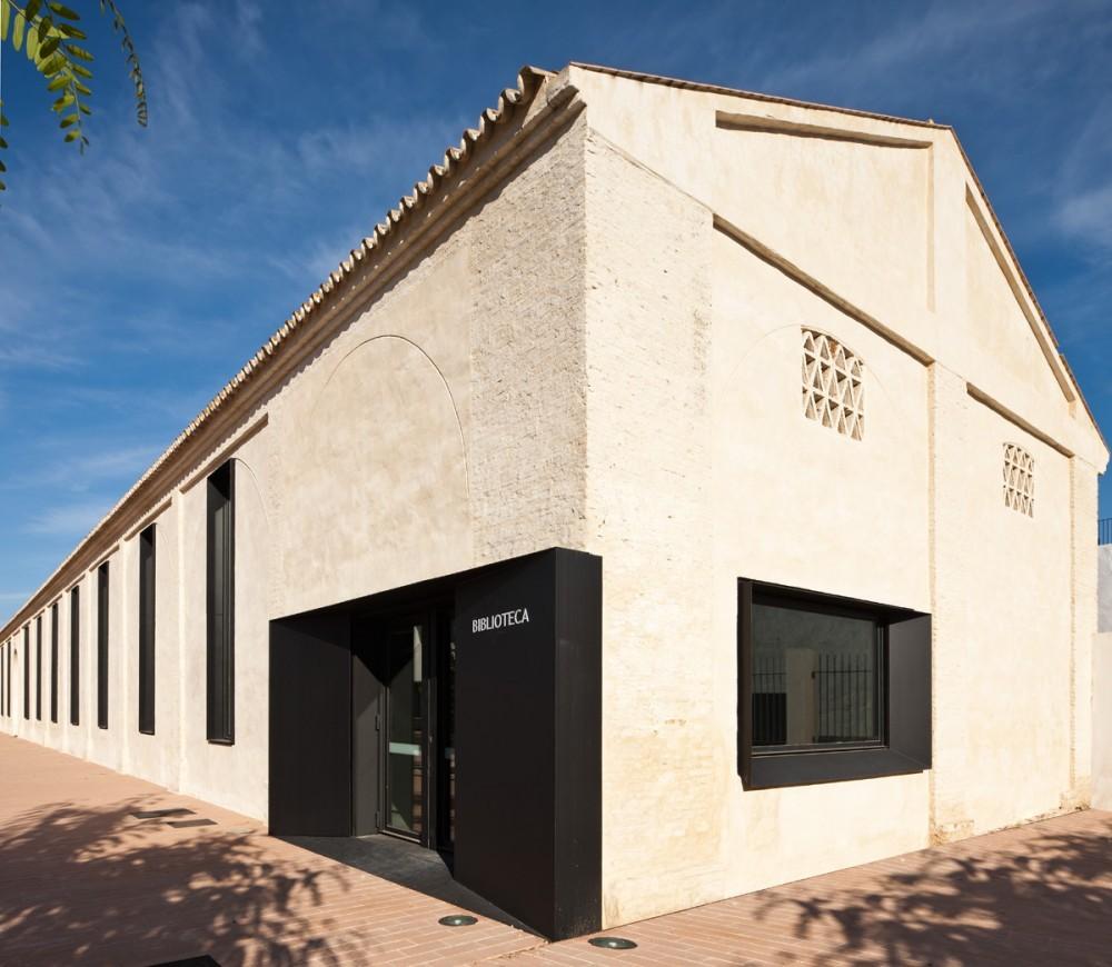 Biblioteca pública y Escuela de Música / Donaire Arquitectos, © Fernando Alda