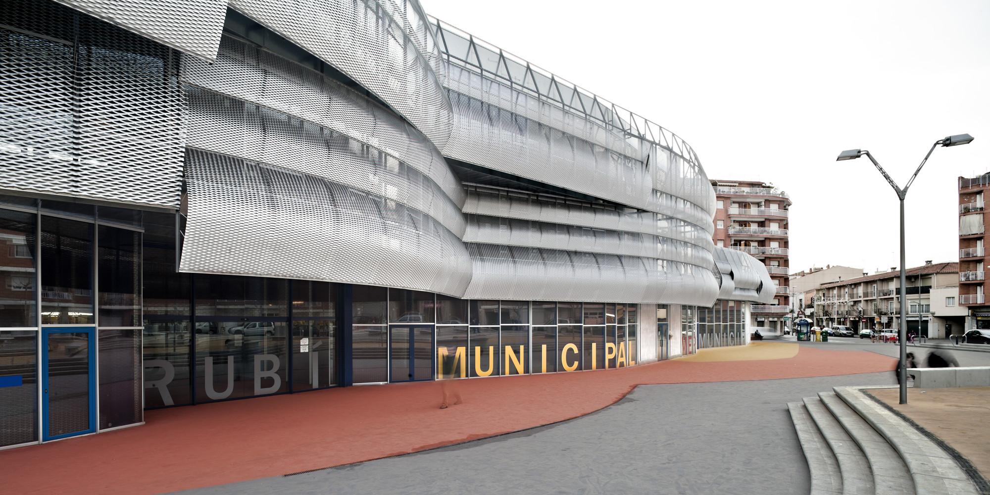Edificio Mercado Municipal y Espacio Público Rubí / MiAS Arquitectes, © Adrià Goula