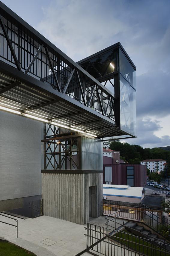 Urbanización y Ascensor urbano / VAUMM, © Aitor Ortiz