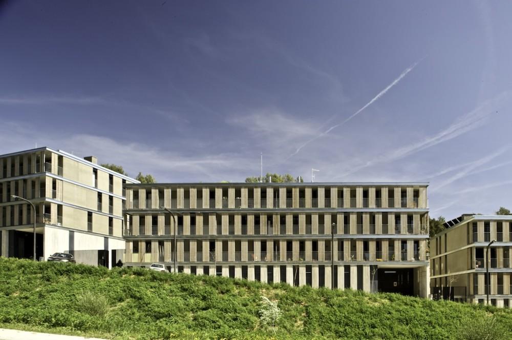 Edificio de viviendas VPO y aparcamiento de Llobregat / BBarquitectes, © Filippo Poli