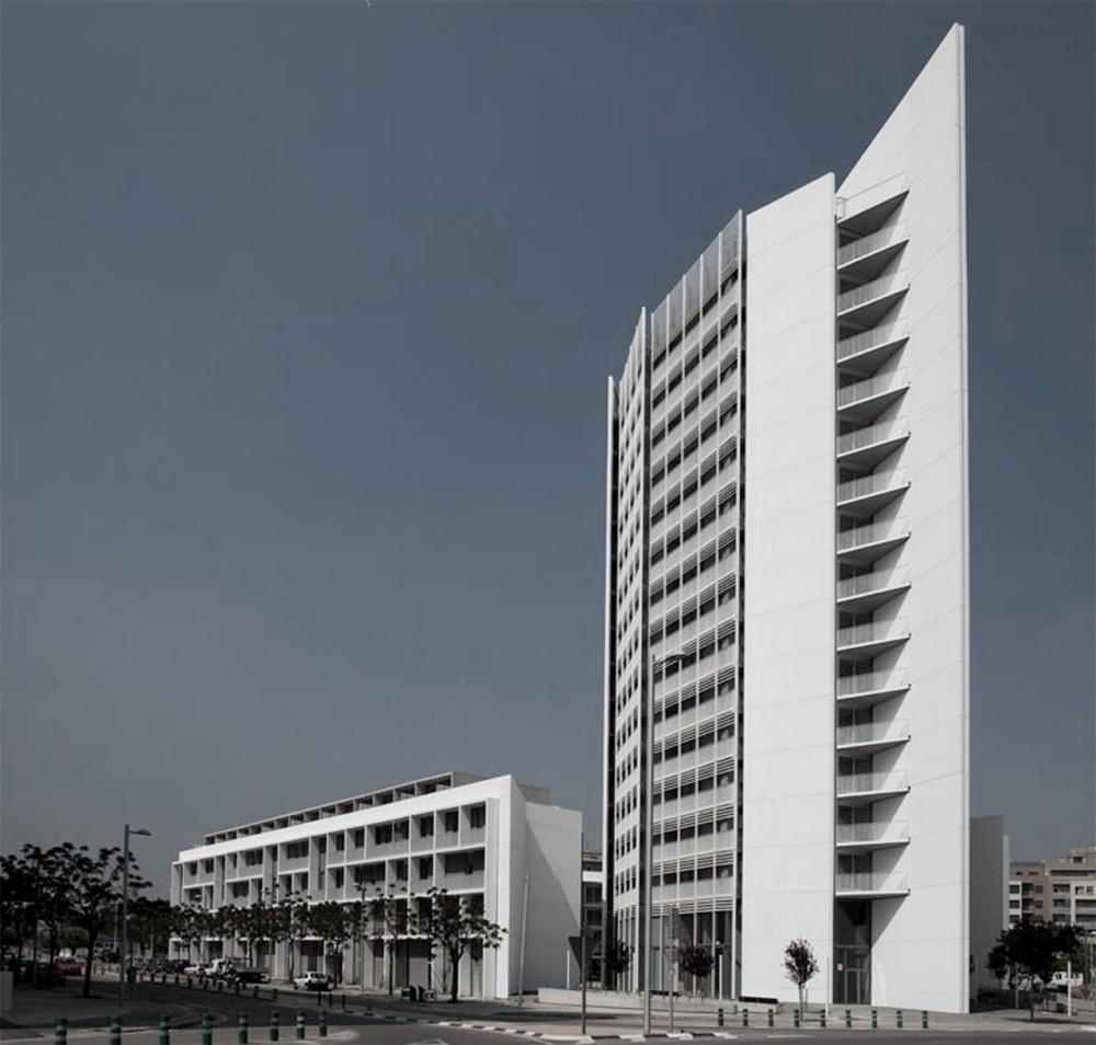 Edificio de Vivienda Social Parc Central / Peñín Arquitectos + OAB , © Diego Opazo